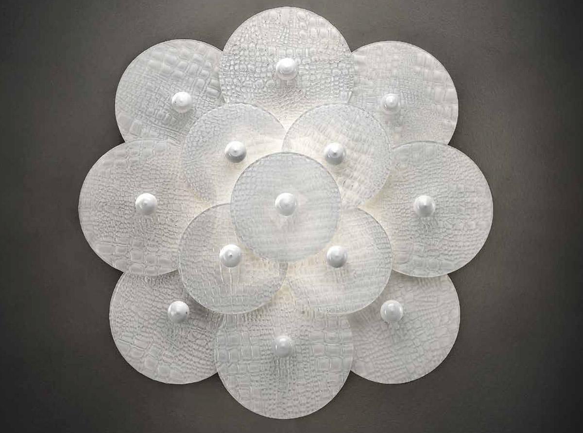 glass-light-sculptures-habitat-creative-round-37101-D